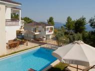 Villa's Thassian